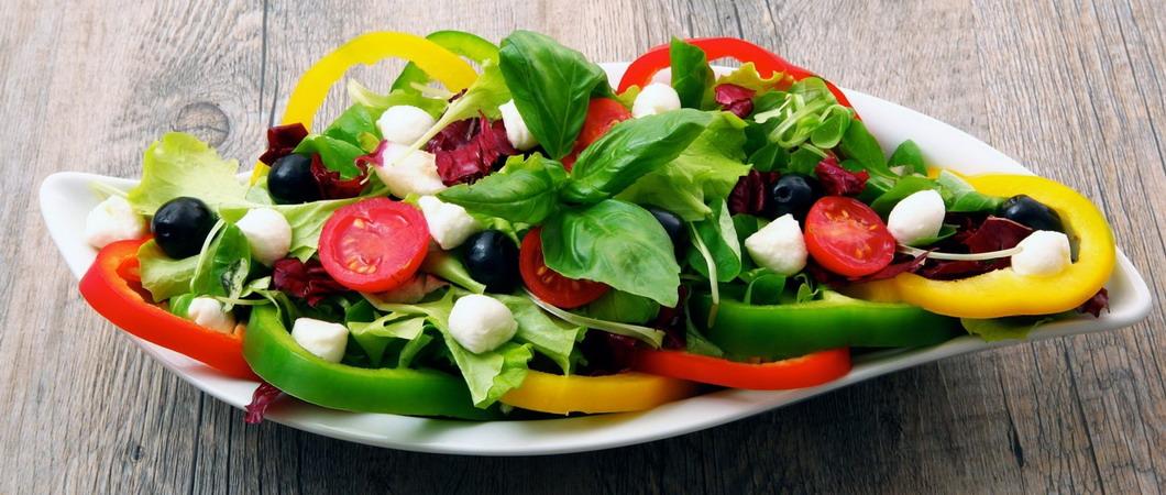 Лучшие салаты для похудения: рецепты с фото
