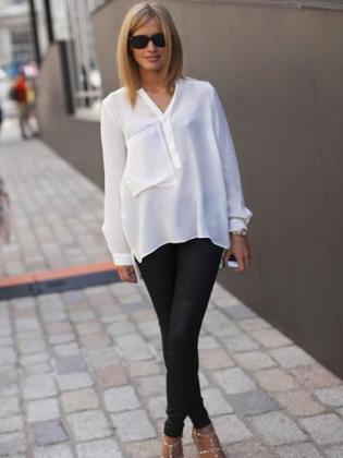 fc9a505bb62 Объемные рубашки модницы часто заправляют в брюки или юбку только спереди