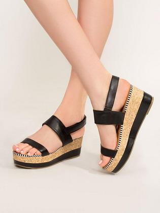 ef0ae86c4 Модная женская обувь на платформе сезона весна-лето 2019 года в последнее  время стала особенно востребованной и популярной. Безусловно, пара обуви на  ...