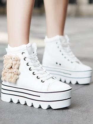 d996fc7d4f47 Для многих модниц хорошей новостью является тот факт, что все так же  остаются модными кроссовки на платформе. Однако те, кто раньше носил маранты  от Изабель ...