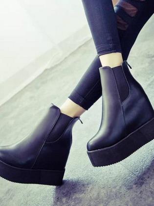 32bc9d5d6 В этом году яркий и необычный декор является обязательной атрибутикой модной  женской обуви.