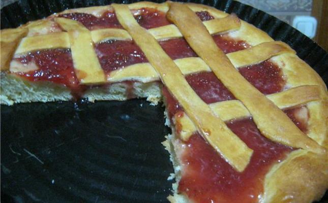 Пирог из сдобного теста в мультиварке