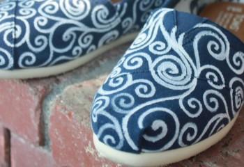 Роспись обуви акрилом