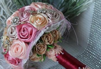 Свадебный букет из лент для невесты