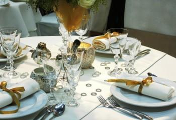 Скатерть и салфетки для сервировки стола