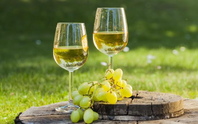Рецепты шампанского из виноградных и смородиновых листьев в домашних условиях