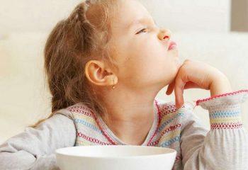 Ребенок отказывается от еды: что делать