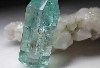 Бериллонит – камень для поднятия настроения