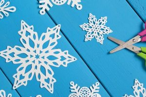 Как сделать простые красивые снежинки из бумаги